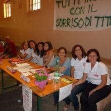 Alcuni Soci insieme a Sonia, la mamma di Luca ed i ragazzi impegnati nell'Associazione.
