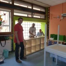 Momenti della fase di montaggio degli arredi nel reparto di N.P.I.