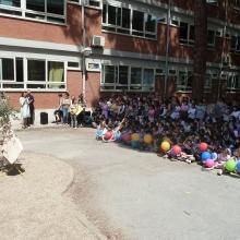 Bambini della scuola E. Toti sul piazzale