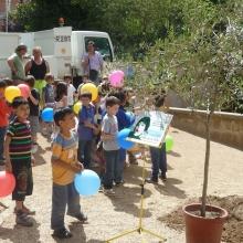 I bambini festeggiano l'evnto dell'ulivo