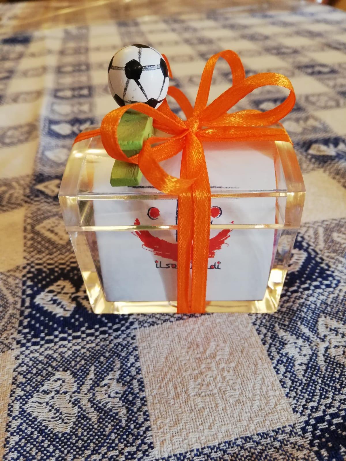 Bomboniere con scatola trasparente in plexiglass e fiocco arancione